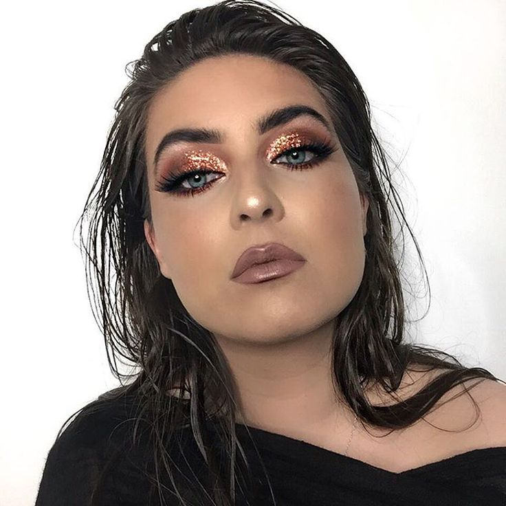 "160 Likes, 33 Comments - Renuka Malik (@nukabeauty) on Instagram: ""3/3 bronzed, wet look. Front on poses are always a little awkies but the eyeshadow looked good.…"""