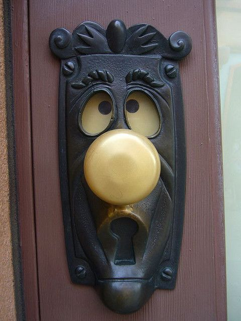 Alice doorknob in Toon Town I found the door knob from Alice in Wonderland on a random building in Toontown. You could turn the knob and his eyeballs would change.