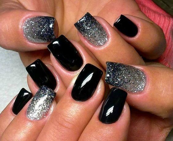 nail art Noël et Nouvel An en noir et paillettes argentées super glamour