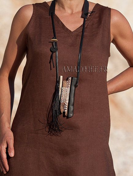 Collier tribal contemporain en bois débène et chêne tatoué