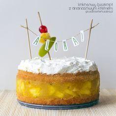 Ciasto pina colada czyli kokosowy biszkopt z ananasowym kremem i kokosową bitą śmietaną. Prosty tort nie tylko na urodziny!