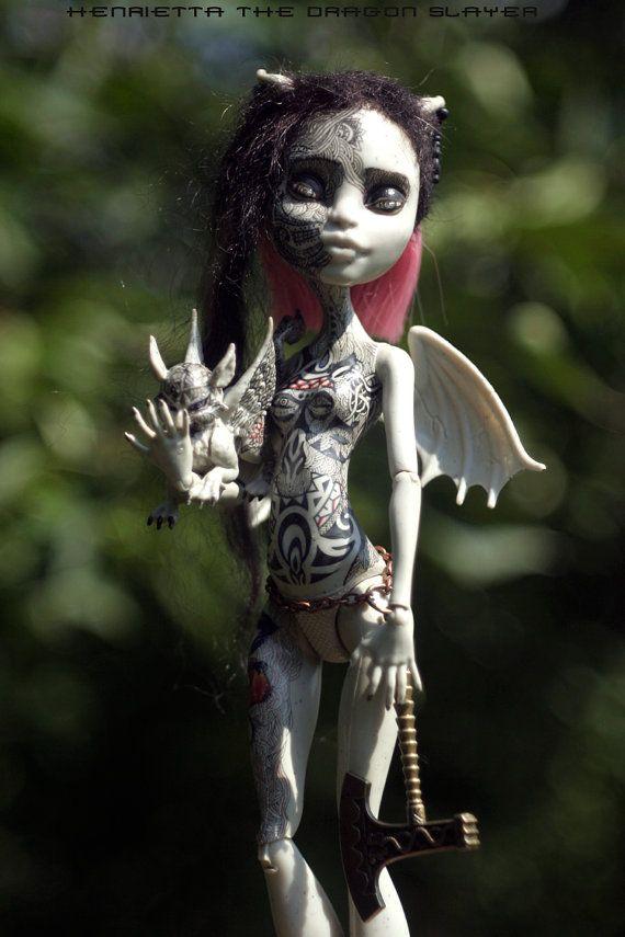 Monster-hohe Repaint Doll Ooak Rochelle Goyle  von Lebovskiart