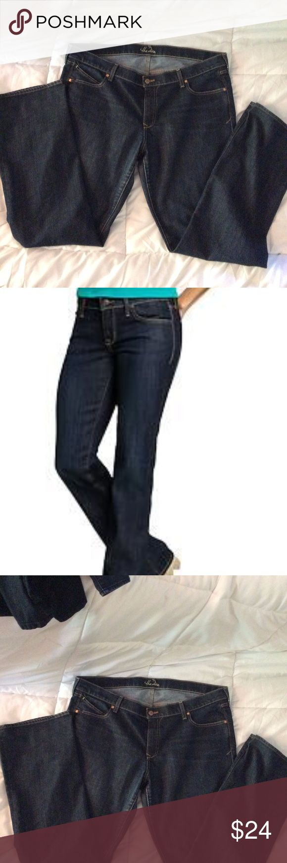 """The Diva Old Navy Dark Wash Blue Jeans sz 18 Tall OLd Navy dark wash """"The Diva"""" Jeans. Excellent condition Boot Cut Old Navy Jeans Boot Cut"""