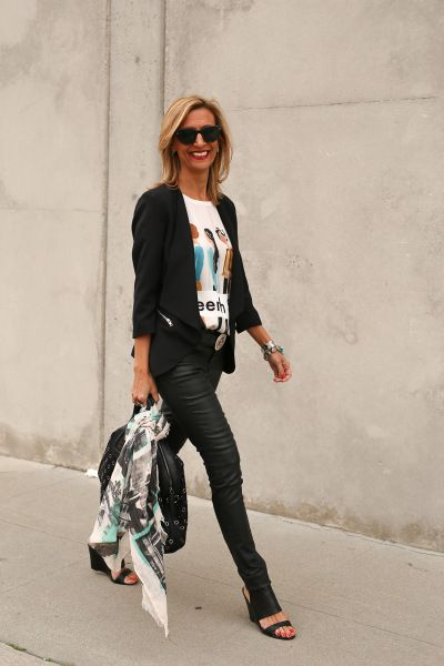 stylish fashion blogger featured on the #reasonstodress style linkup for fbloggers.
