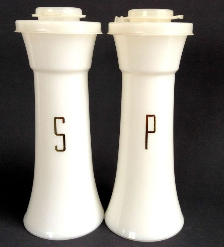 vintage tupperware tall 6 hourglass salt and pepper