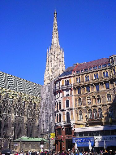 St Stephen's Cathedral, Vienna. Our tips on what to do in Vienna: http://www.europealacarte.co.uk/blog/tag/what-to-do-vienna/