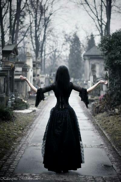 One of these days, I'll take a stroll through the graveyard. Halloween's going to be in a few months! My favorite holiday ^___^