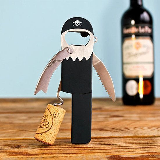 どくろマークの海賊さん。栓抜き、ワインオープナー、ナイフ、缶切りなどひとりでなんでもやっちゃいます。