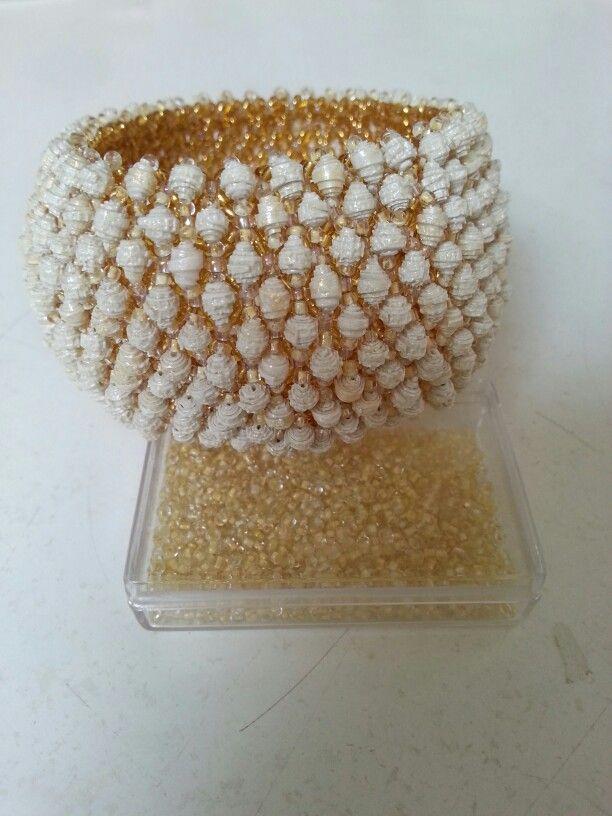 Bracciale capricho con perle di carta da parati