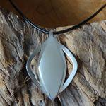 Weer een leuke opdracht. Een stoere zilveren hanger aan een lederen koord, voor haar vriendin die 50 jaar wordt.