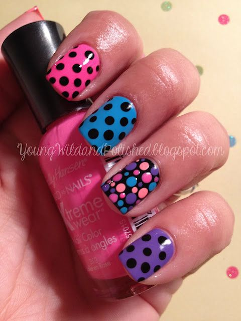 OH waoh!pink on the index finger nail with black dots, blue on the middle finger nail with black dots, black on the ring finger nail with colorful dots and purple on the pinkie finger nail with black dots!wish i had this nail paint!