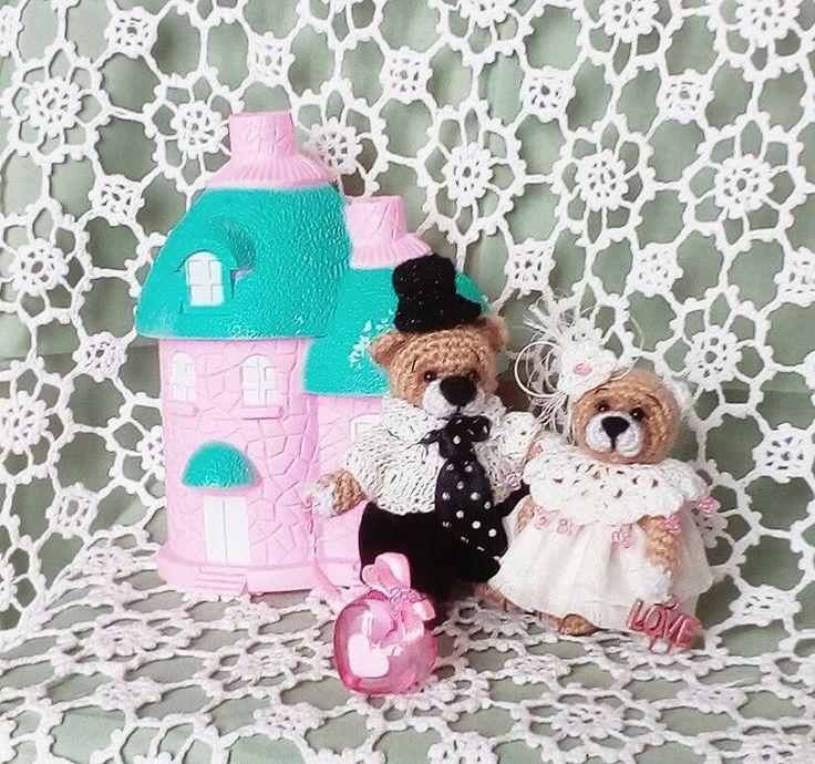 Миники 5 и 7 см. Голова, лапки - подвижные, стоят самостоятельно, одежда не съёмная. Подарок на свадьбу, годовщину свадьбы, день влюбленных и просто так) Хотите? #миниатюра #мишка #мишка_крючком #вязаная_игрушка #свадьба #подарок #день_влюбленных