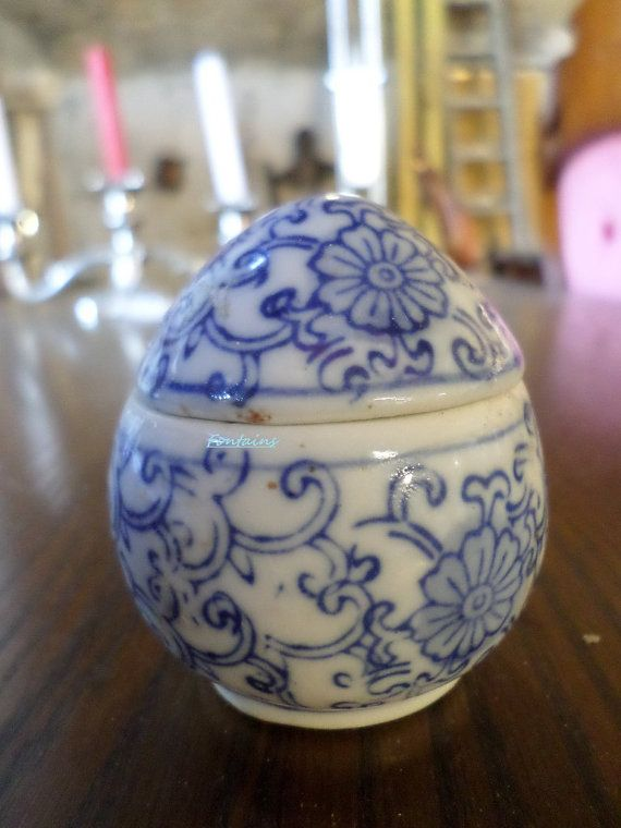 Painted Ceramic Pot  Snuff Bottle  Found In by JanniesJunkandJems, €15.00