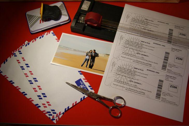 Tarjeta de boda con forma de billete de avión