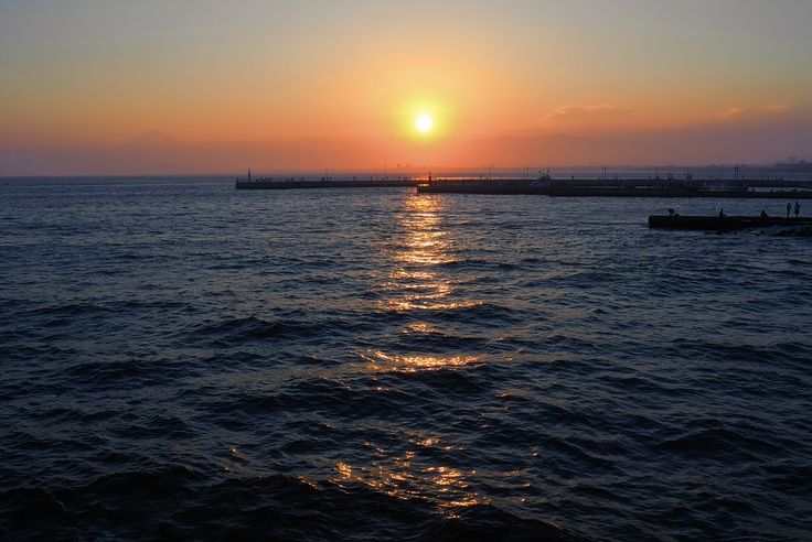 Vision of the sunset… one hot summer day at Kamakura, Japan  A faint silhouette of Mount Fuji can be seen~