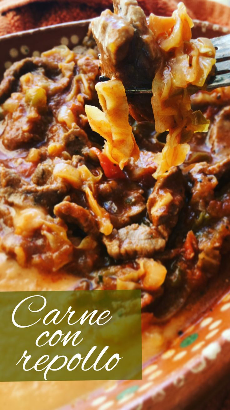 Carne con repollo // Guiso caldoso de bistec de res en tiritas con repollo, cocinado en una salsa con ajo, cebolla, tomate y chile.