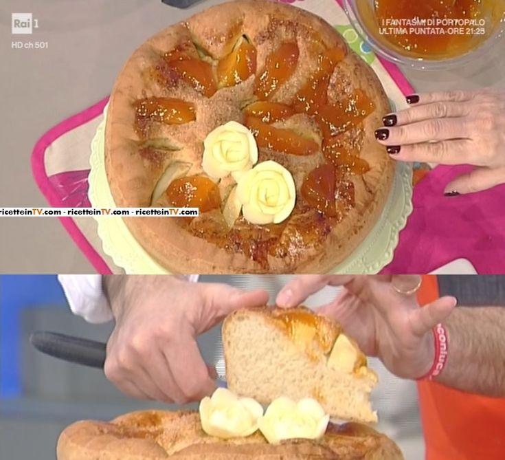 """La ricetta della focaccia dolce con confettura di albicocche di Sergio Barzetti del 21 febbraio 2017, a """"La prova del cuoco""""."""