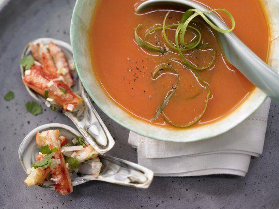 Thailändische Melonensuppe mit Krebsfleisch und Koriander #wassermelone #melone #suppe #kalt #sommer #koriander #rezept #gesund #healthy