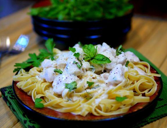 Weeknight Creamy Chicken Alfredo with Progresso Recipe Starters | Noble Pig