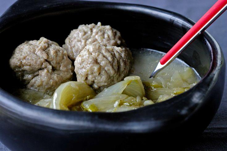 Gestoofd witloof met gehaktballetjes - bekijk dit recept op keukenrevolutie.be
