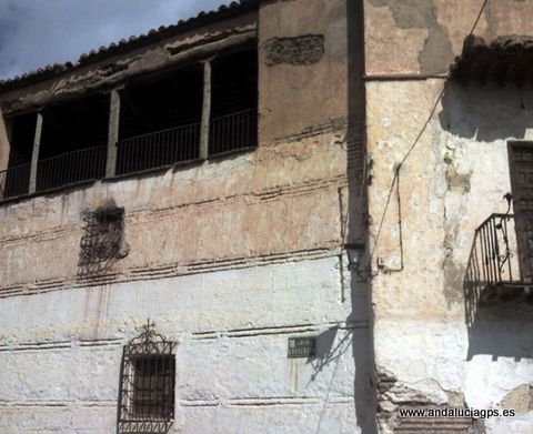 """#Granada- La Calahorra- Casas del siglo XIV - 37º 10' 53"""" -3º 3' 45"""" / 37.181389, -3.062500 En este pueblo tuvo lugar la primera sublevación tras el levantamiento morisco de 1.568. con la victoria de Felipe II, se expulsaron a todos los moriscos y se repartió la tierra entre cristianos viejos, por lo que muchos antepasados de los habitantes actuales procedían de, Aragón, Castilla, Galicia y Asturias."""