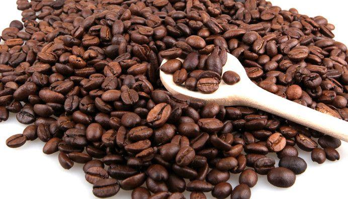 Bio Info - Café : tout n'est pas si noir pour la santé ! - Le magazine du mieux vivre.  NUTRITION. Si les bénéfices du thé vert pour notre santé ne font plus l'ombre d'un doute, les effets du café sur notre organisme sont controversés. Comme les modes vont au gré des avancées de la science et de l'influence des grands groupes, notre goût pout le café fait des vagues. Hier noir, aujourd'hui blanc, voici pour quelles vertus on peut l'aimer vraiment.