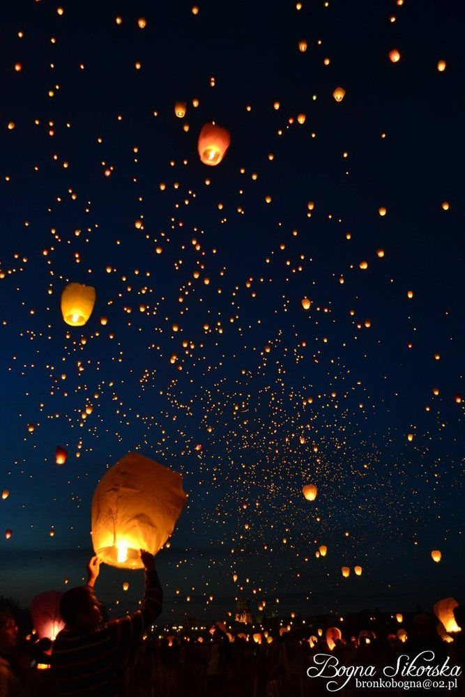 Floating  Lanterns in Thiland...we was some of these when were there...not as many though! <3