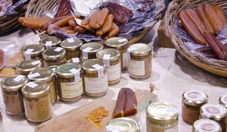 Let's discover the Mercato Civico of San Benedetto, an important leg of wine and food shopping in the city. #shopping #wine #food #fresh #cagliari #sardinia                       http://cagliariholidays.com/shopping/mercati-alimentari-dell-usato-e-artigianali/item/mercato-civico-di-san-benedetto.html