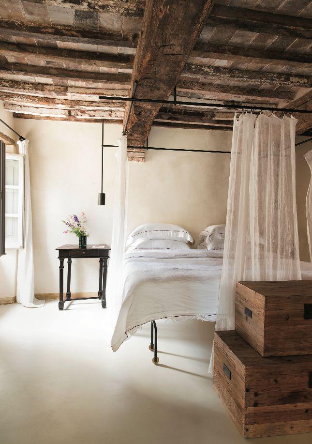 Celebrated Roman interior designer Ilaria Miani brought her rustic-meets-modern aesthetic to Hotel Monteverdi in #Tuscany.