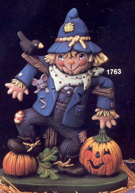 WK1763-Scarecrow on Base w.crow& p-kins.jpg 453×646 pixels