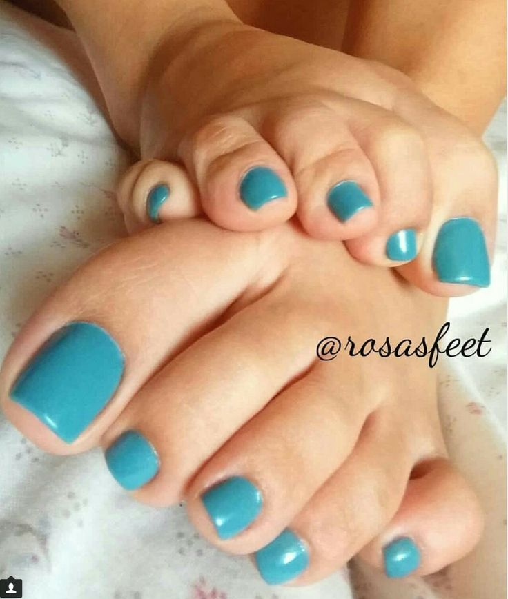 Helena039s pretty painted nails rub her pink pussy