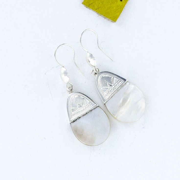 Boucles d'oreilles en argent et nacre forme ovale vente à la bijouterie artisanale Toulouse