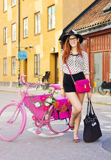 Outfit wearing @Ann Flanigan Flanigan Lee in Pelle shoes with a bright pink bike in trendy stockholm by Shiny Thoughts in 'Moda in Stockholm'