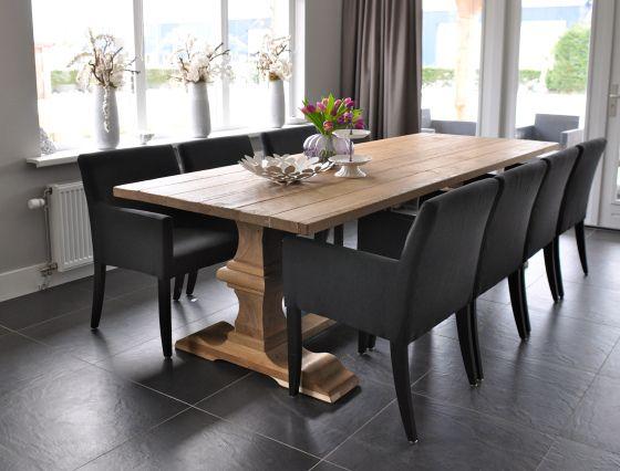 kloostertafel in naturel eiken met grijze stoelen