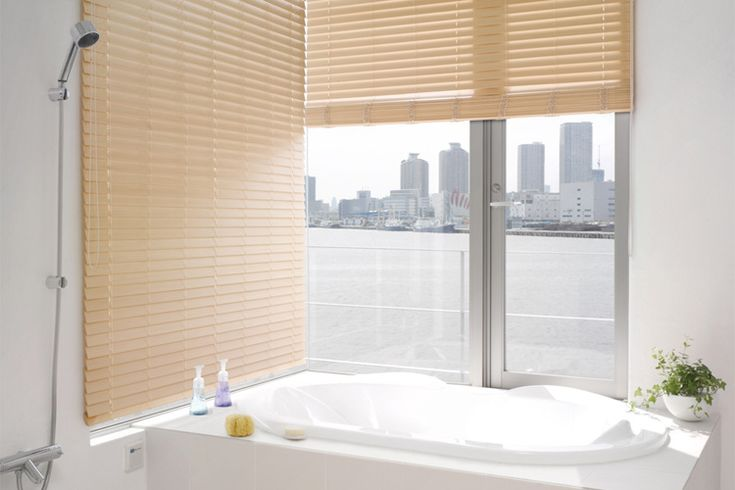 お風呂場にウッドブラインド? そこまでやるの? : マルタスタッフのブログ f0176387_1375586.jpg