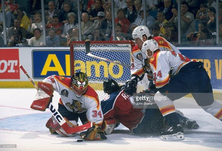 hockey-nhl-finals-florida-panthers-goalie-john-vanbiesbrouck-in-vs-picture-id81420575 (1024×697)