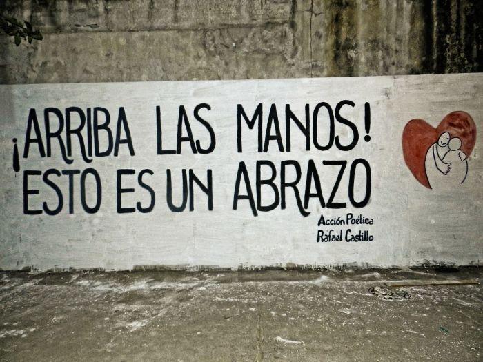 Arriba las manos!! esto es un abrazo  #streetart #lavidaesarte