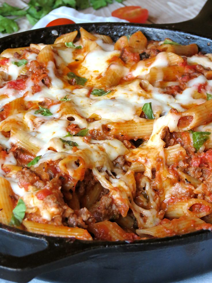 Easy One-Pan Pasta Bolognese | yummyaddiction.com