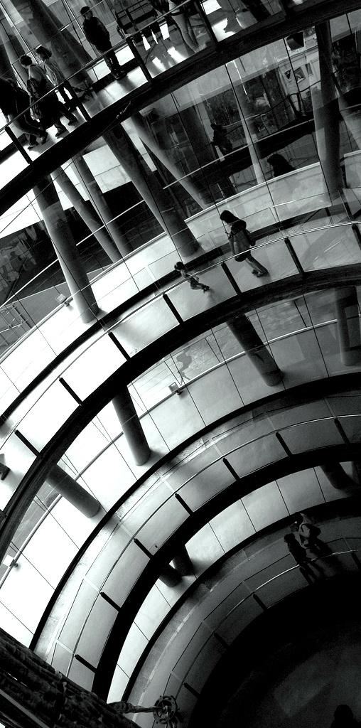 Todo Un Futuro Juntos! a short story of Marco Trucco. Photo by Emiliano Dominici // Globalizzazione. Grande metropoli mediterranea. Gesti quotidiani e alienanti della vita moderna. L'eccitazione dell'urbanistica. L'erotismo della pubblicità e del lavoro di routine. Una lucida provocazione. Un racconto che ricorda Houellebecq e Debord. #Barcelona #Barcellona