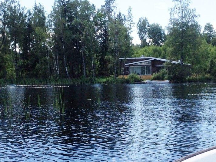 Schönes Ferienhaus mit ungestöhrter Lage am See.