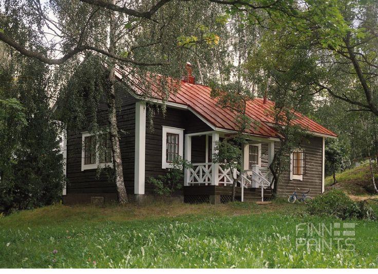 houten huis in het bos verf tikkurila