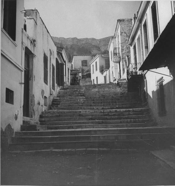 Πλάκα,οδός Μνησικλέους,1944...ΦΩΤ.DMITRI KESSEL