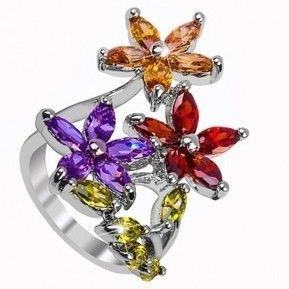 Meriti acest cadou deosebit !  Descopera colectia de inele si verighete fashion Safiria !