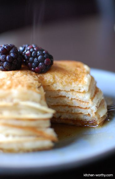 best buttermilk pancakes recipe frm Martha Stewart. Easy to make for school morning & v. fluffy!