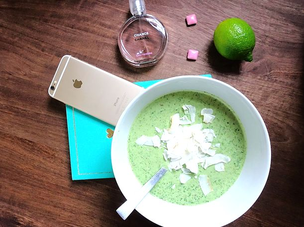 Breathtakingly smooth model smoothie - The Bookary Magazine