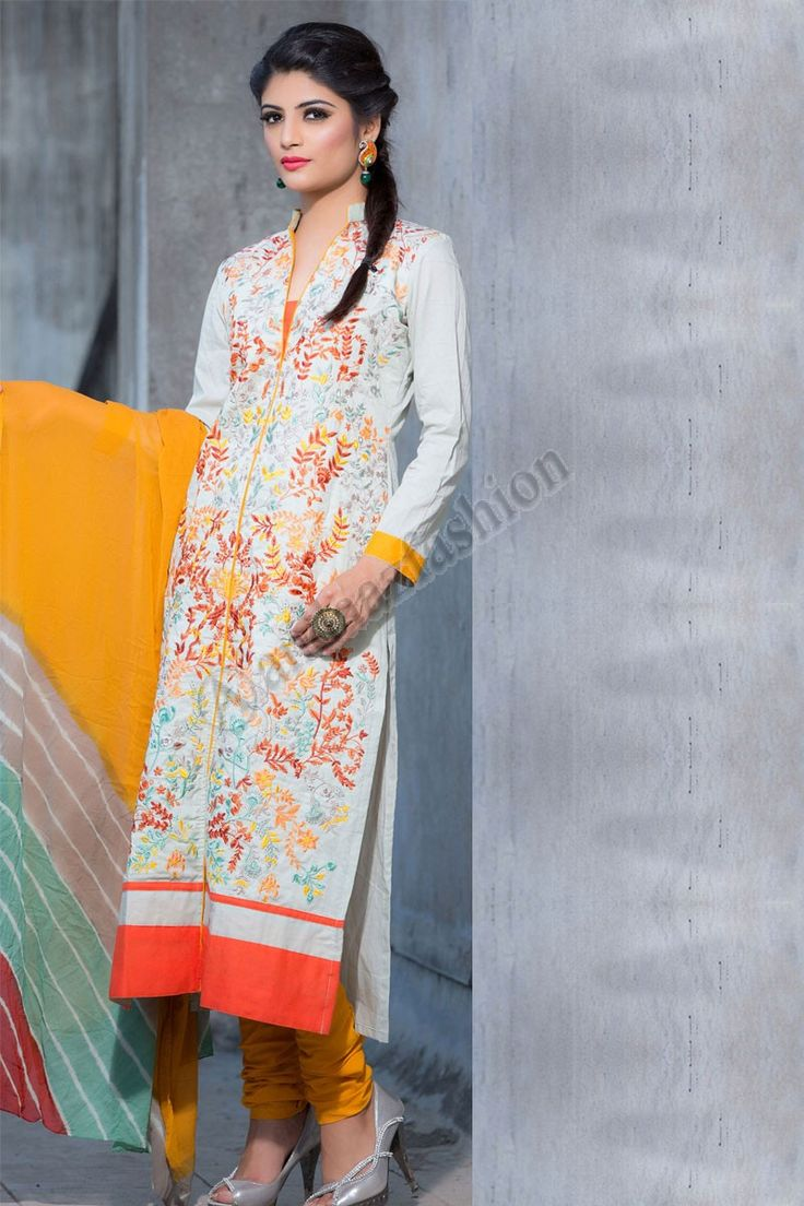 Coton Blanc Churidar costume, avec Orange Coton dupatta Conception n ° DMV13108 Prix- 61,81 € Type de robe: Ensemble Churidar Tissu: Coton Couleur: Blanc Embellissements: Resham brodé et Zari Pour plus de détails: - http://www.andaazfashion.fr/white-cotton-churidar-suit-with-orange-cotton-dupatta-dmv13108.html