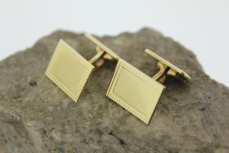 Classic vintage 14 carat golden cufflinks. € 420,-.  http://www.goldbergjuweliers.nl/shop/products-page/goud/14k-gouden-manchetknopen-54241