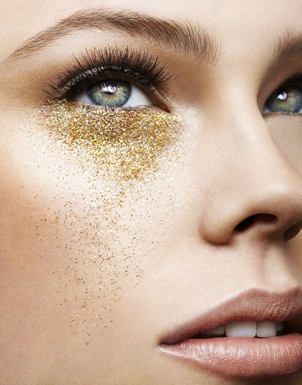 Golden. Glitter. Under-Eye Makeup. K I think that looks kinda weird... but I think it would look gorgeous on the lid <3