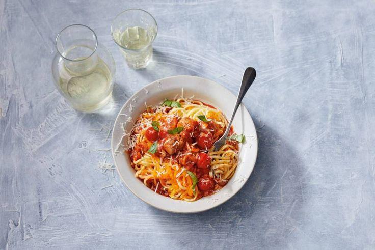 Je favoriete pastagerecht, maar dan met extra groenten: heerlijke pompoenspaghetti om de herfst mee in te luiden. - Recept - Allerhande