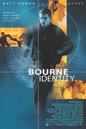 THE BOURNE IDENTITY (Un film di Doug Liman. Con Matt Damon, Franka Potente, Chris Cooper, Julia Stiles, Orso Maria Guerrini - USA 2002)
